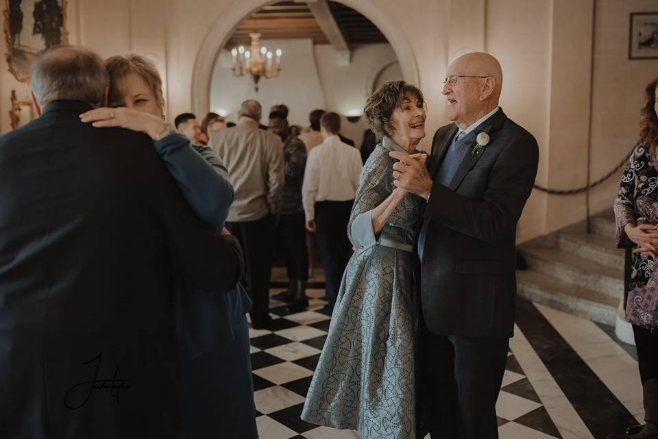 Foyer Dancing