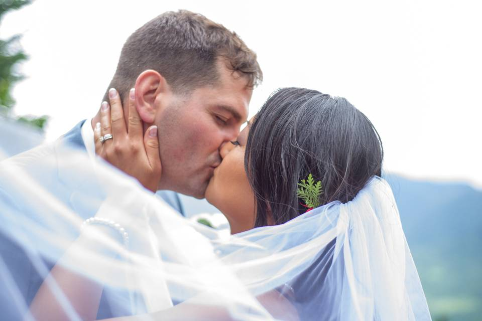Kiss under a veil