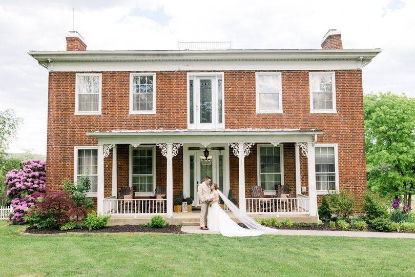 Main house with Bride & Groom