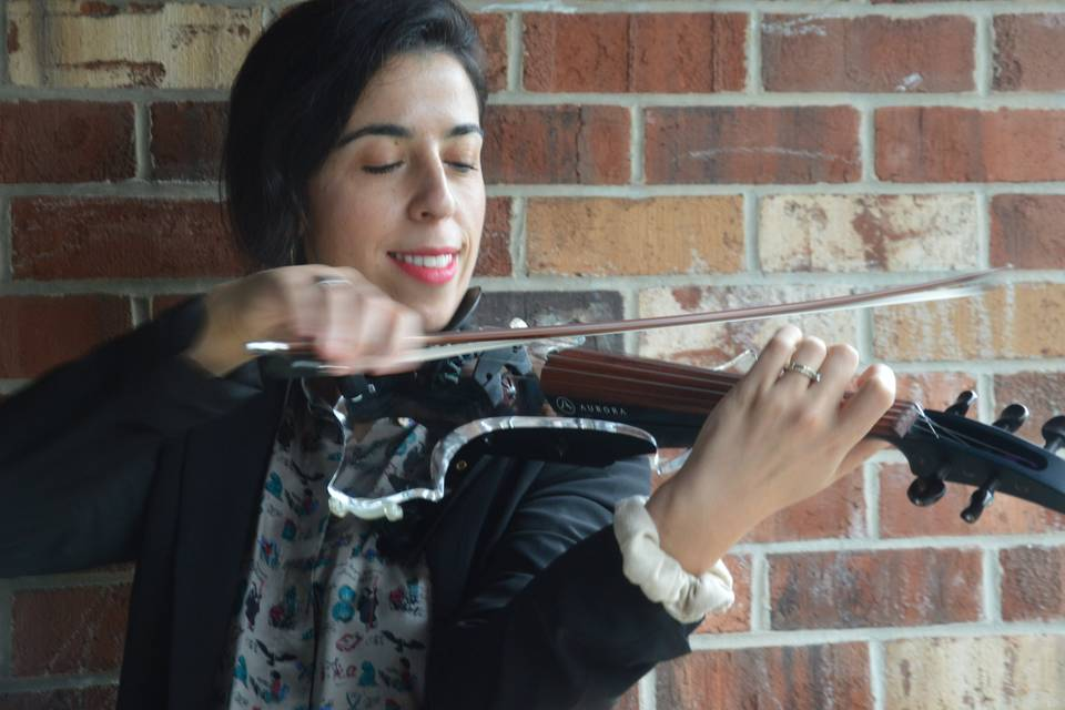Electric Solo Violinist