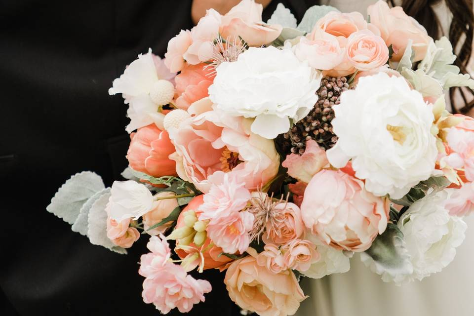Peach and pink spring bouquet