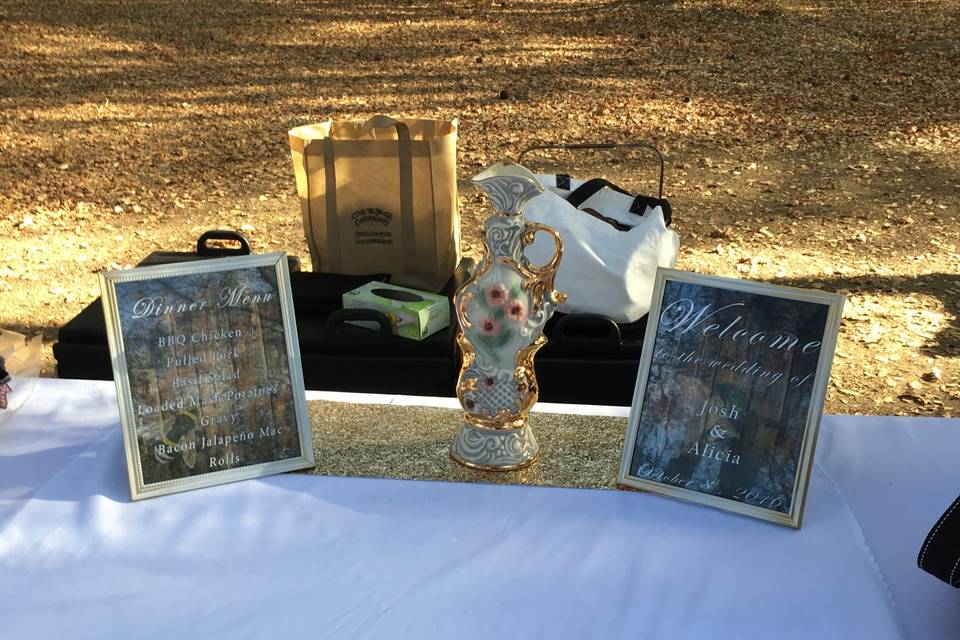 Table signs and decor