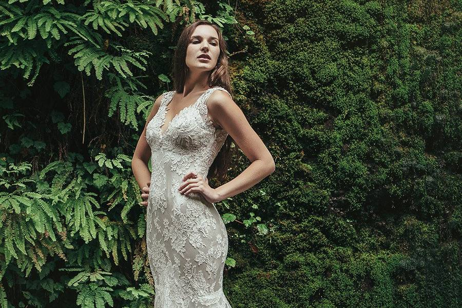 BristolIvory Alençon lace gown with a beaded lace illusion back. Mink crepe back satin provides a lightweight and slim fit, with a sheer tulle circle skirt with horsehair and large scallop for a dramatic skirt without the weight.