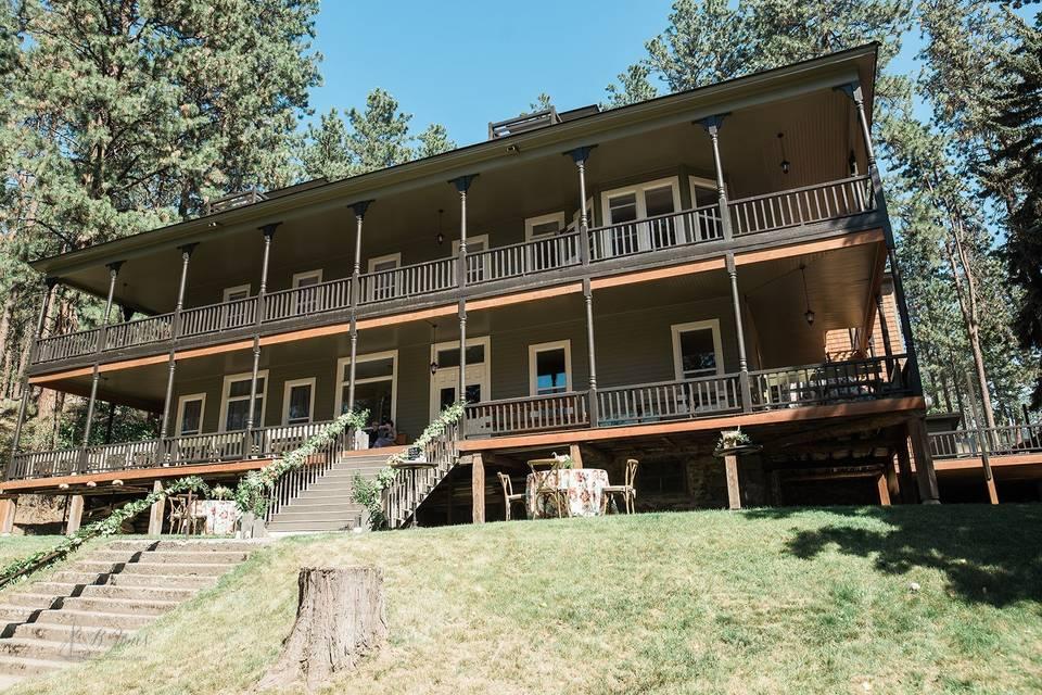 Historic Zephyr Lodge