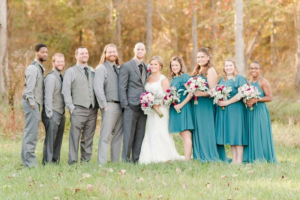 Couple with groomsmen and bridemsids
