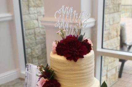 White cake with red and pink roses