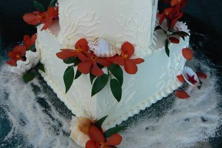 Small cake with beach theme and orchids