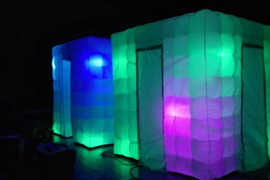 Inflatable booths