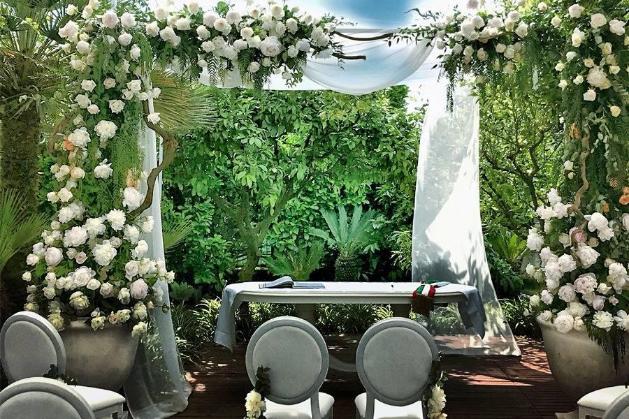 Floral-filled ceremony