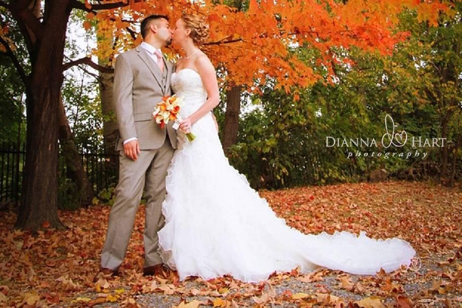 Kiss under autumn leaves