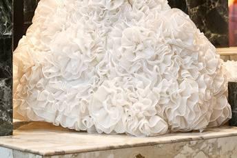 Lower floral details