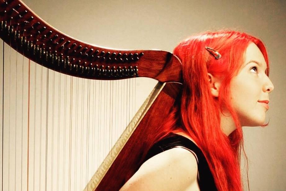 With petite double harp
