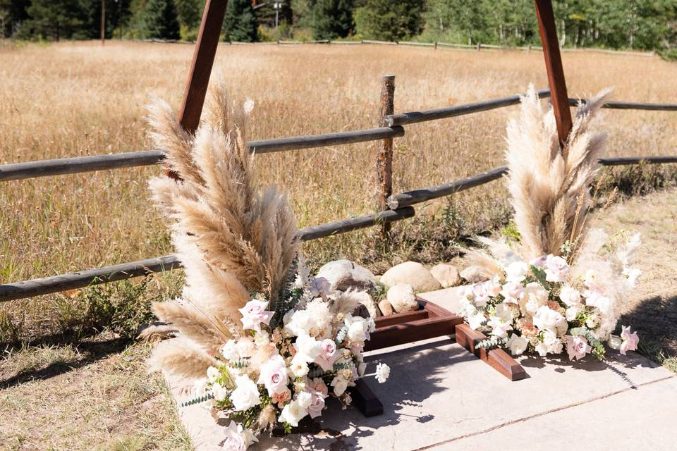 Dried grasses arch
