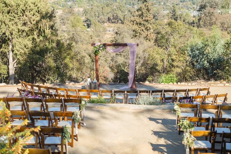 Outdoor wedding venue | Chris and Jenn Photos