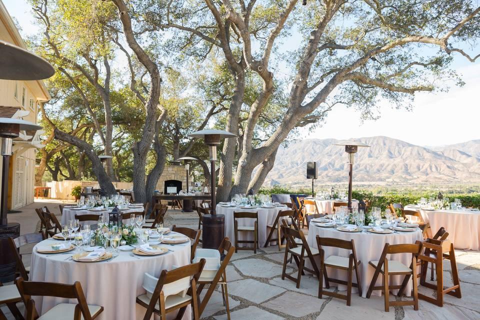 Outdoor dining experience | Chris and Jenn Photos