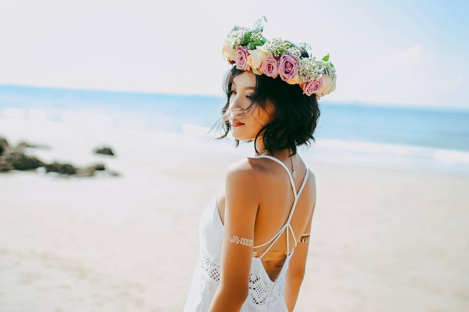 Beach bride - Photo by Anthony Tran