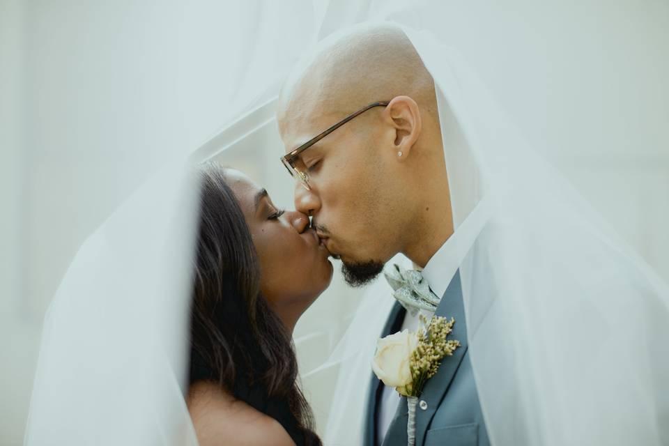 Veiled kissed