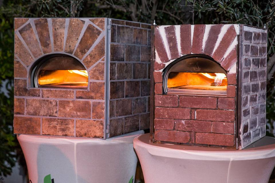 Compact mobile pizza ovens