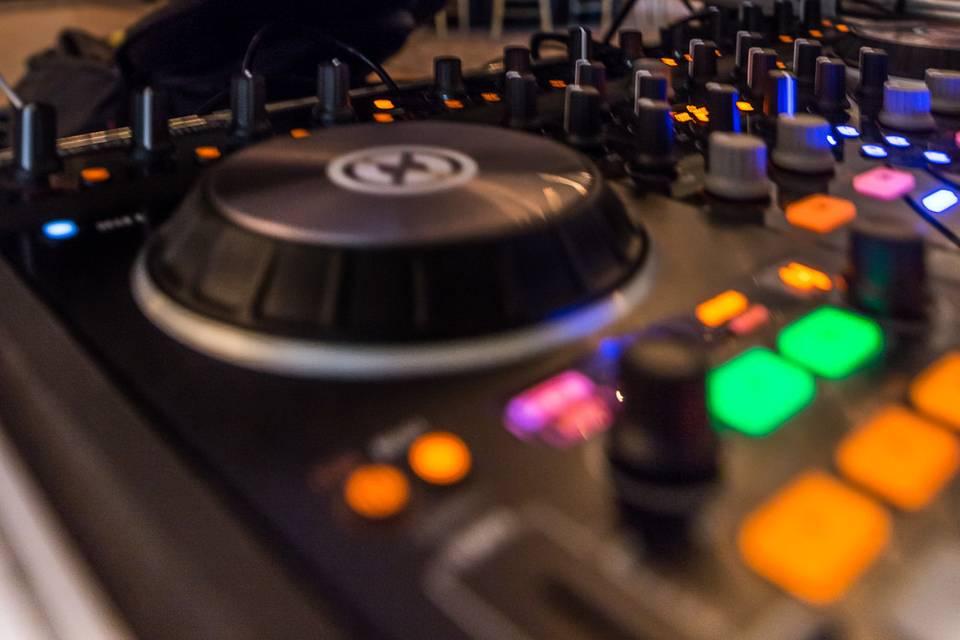 DJ EZ - Wedding and Special Event DJ