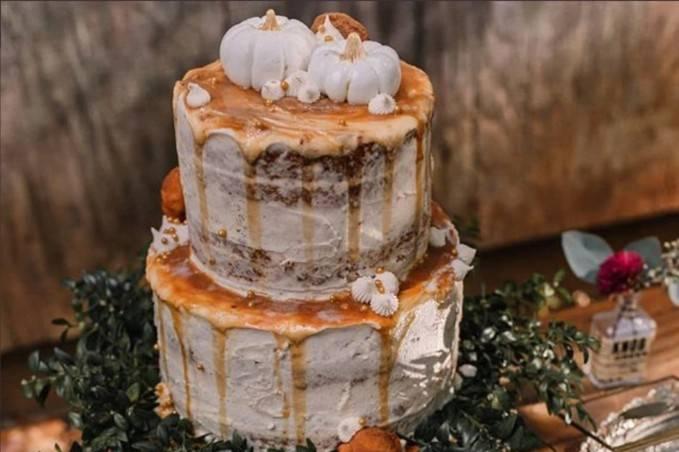 Naked autumnal cake
