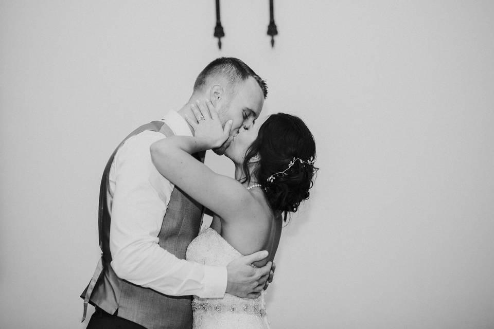 Kissing couple | Jack Hoyle Photo