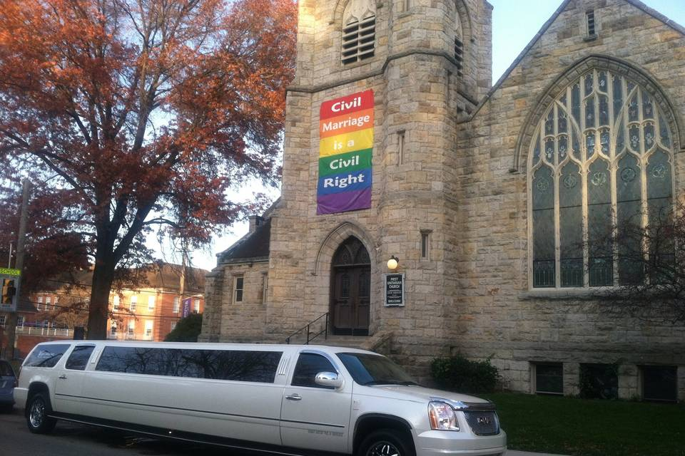 Limousine in front of the chapel