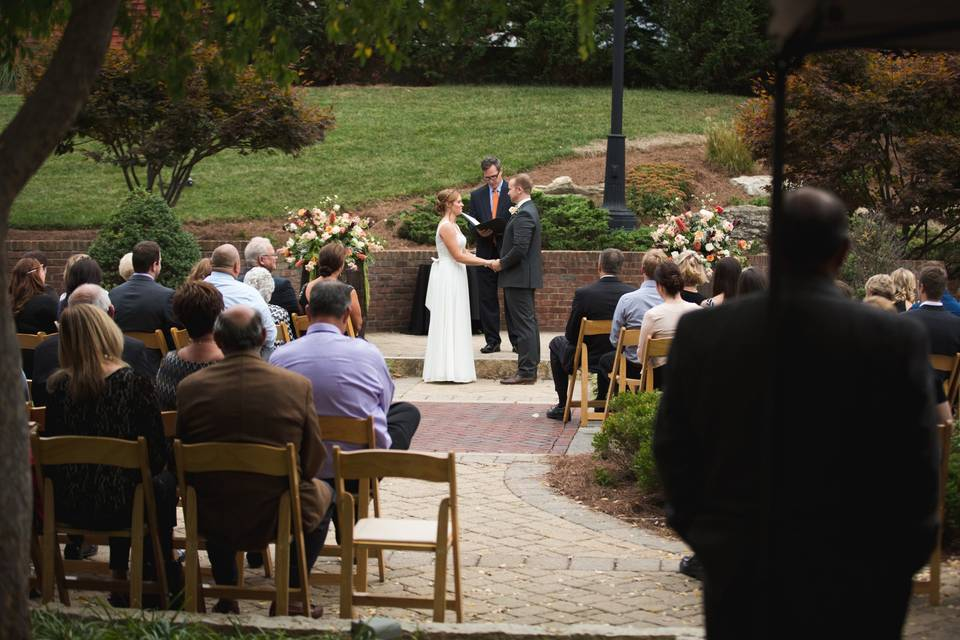 Wedding ceremony | Photo by Anna May Photography