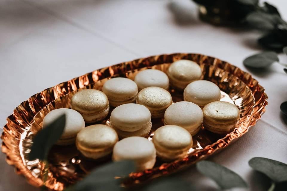 Copper and cream macarons