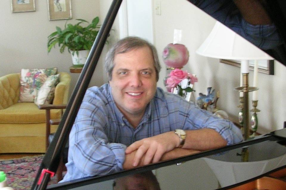 Mike Evans: Solo Pianist and Singer
