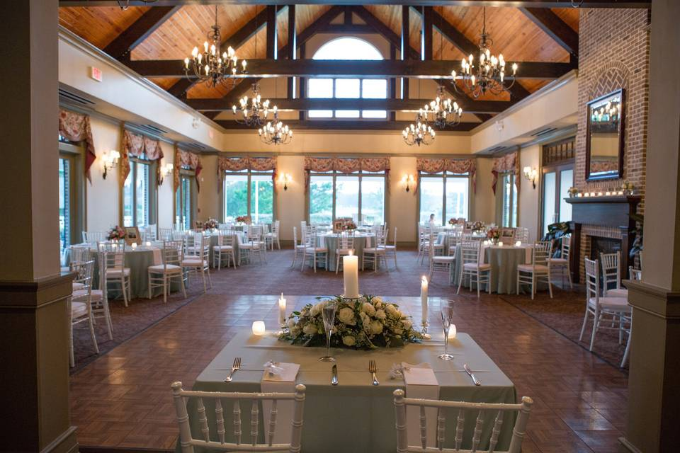 Wedding table and chairs arrangement
