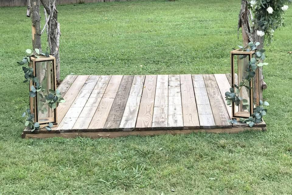 Simple Arbor Decor