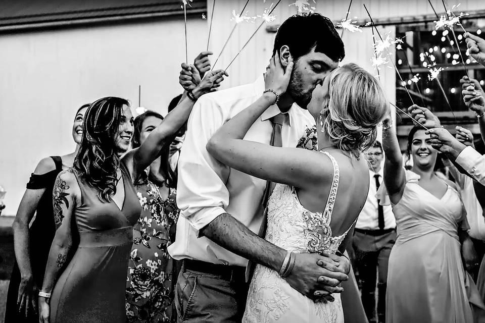 A kiss - Wedding Wonder