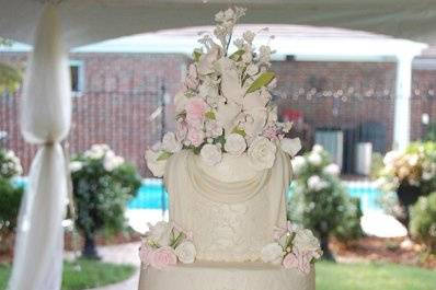 This is an elegant Traditional cake.  The setting is the Brides Parents back yard.  The reception was for 200 guests.