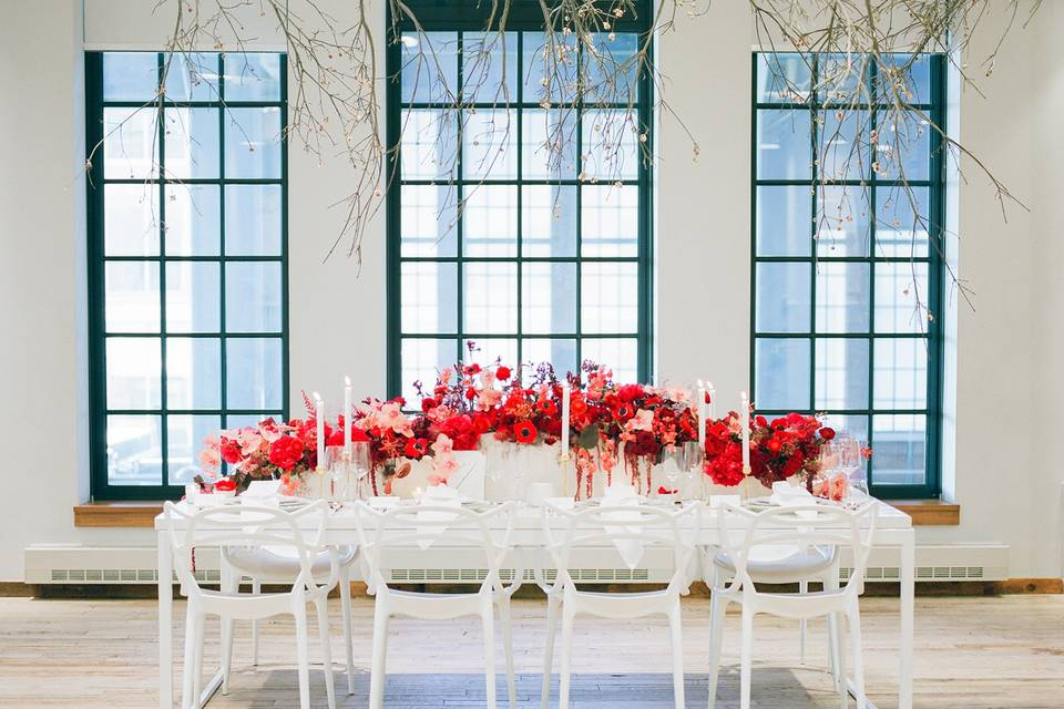 Modern red wedding decor