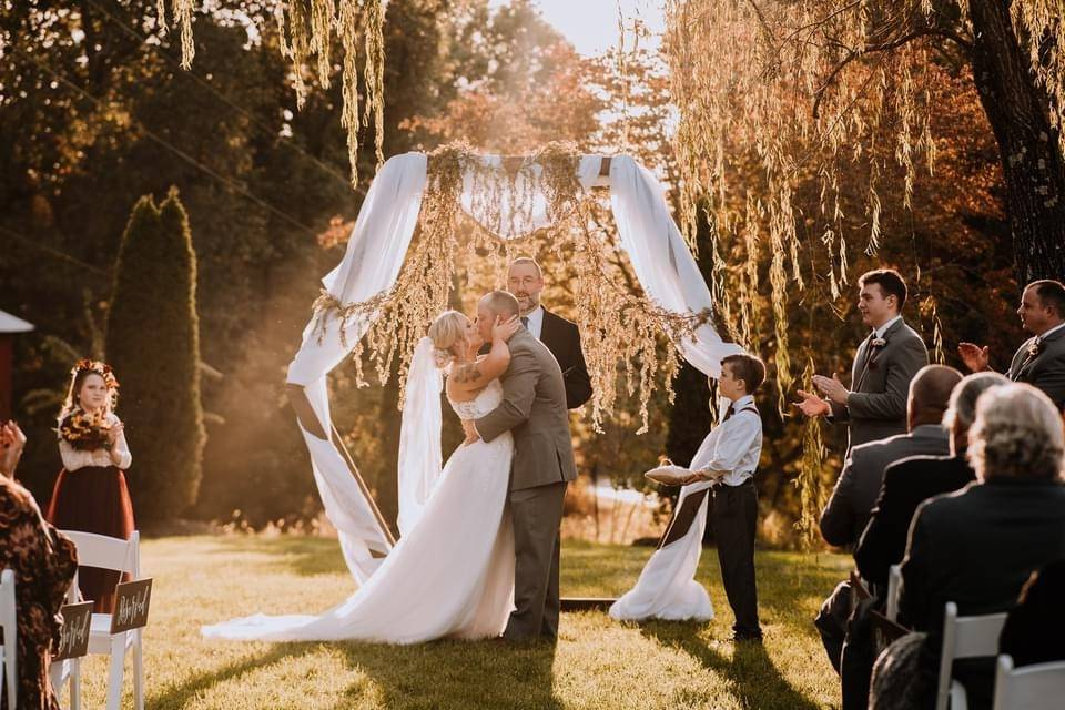 First kiss under the willow