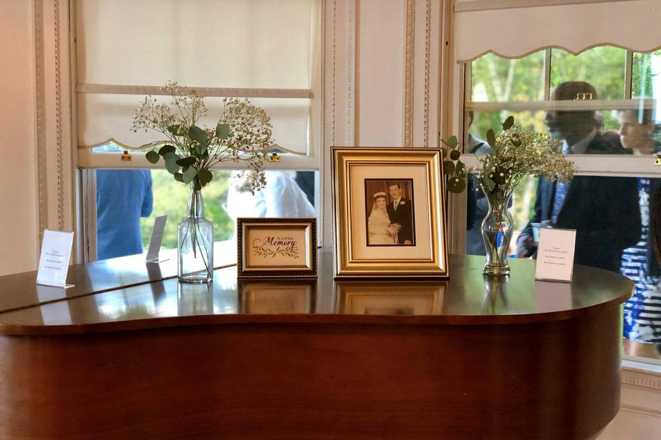 Elegant piano decor