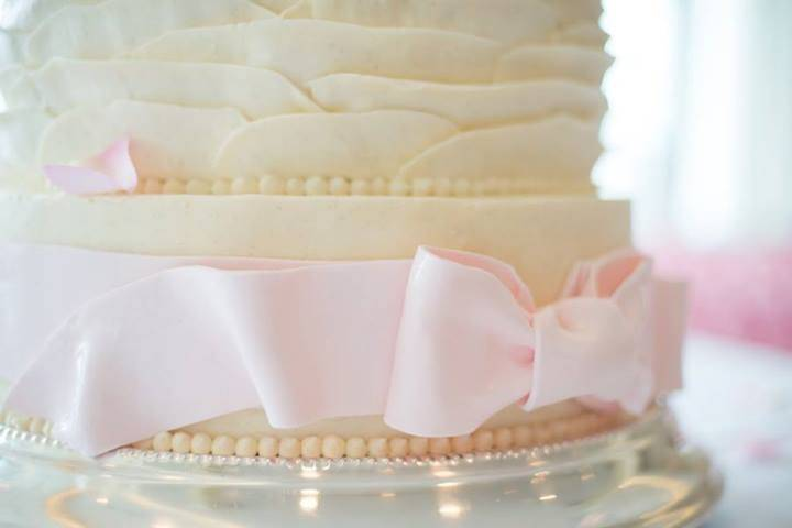 Bow detail on cake