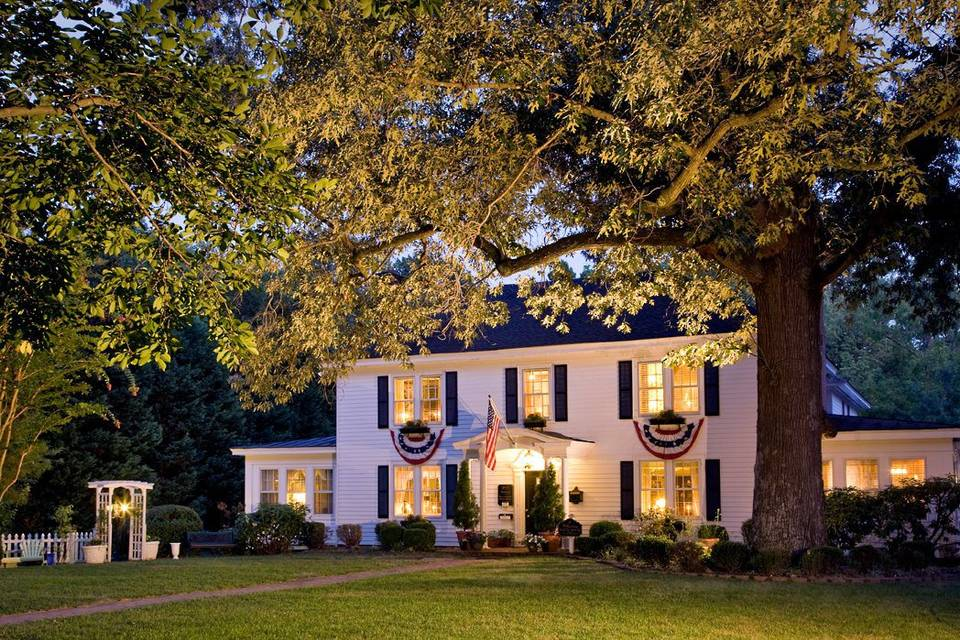 A Williamsburg Whitehouse Inn