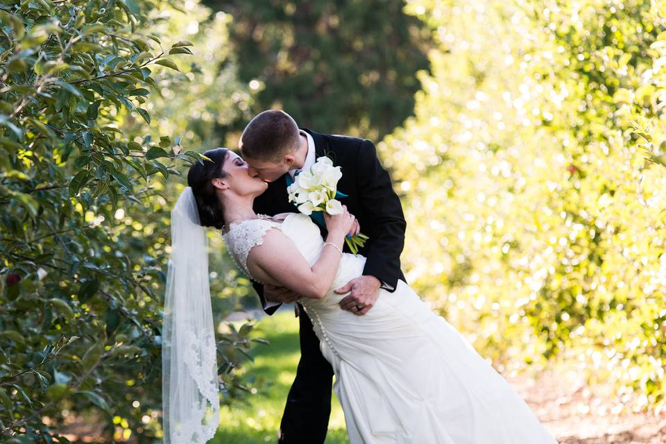 A kiss in the orchard