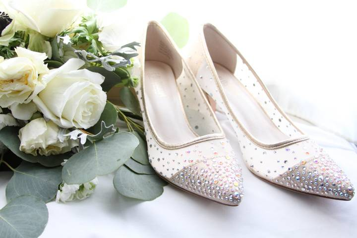 Bouquet and shoes - CQ Photography