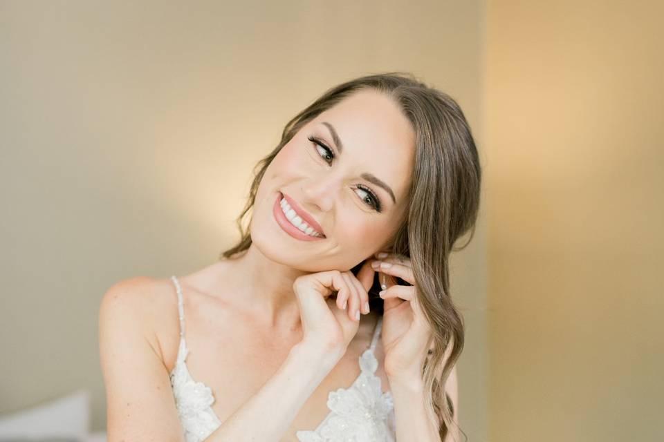 Neutral glam bridal makeup