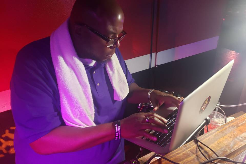DJ LL karaoke night