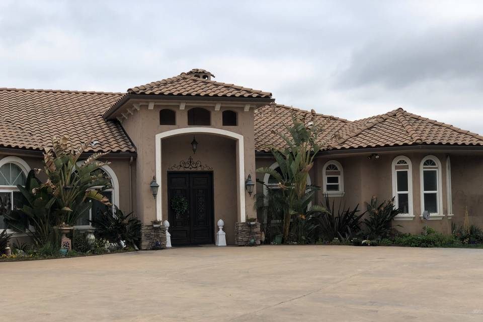 27 Acres Estate