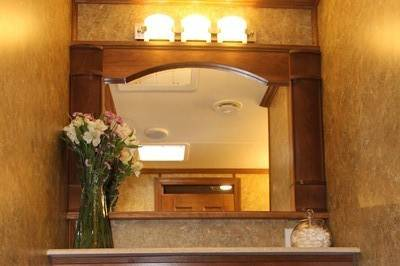 Vanity counter with mirror