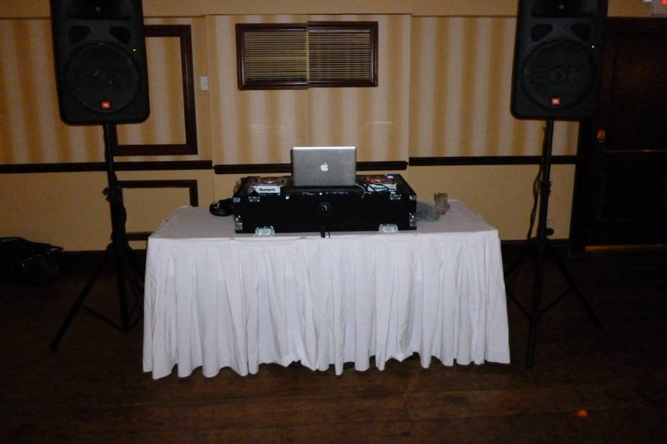 Compact Wedding Setup with JBL Eons, Mac Book Pro, Serato Scratch Live, Shure Wirless Mic, Numark Mixer and CD Players.