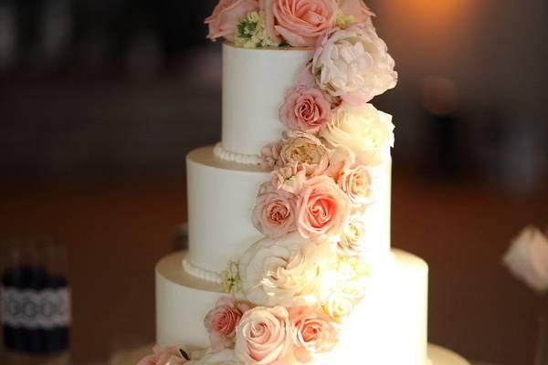 Peach roses ascending cake