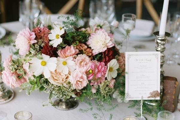 Floral centerpiece - photo by Leo Patrone