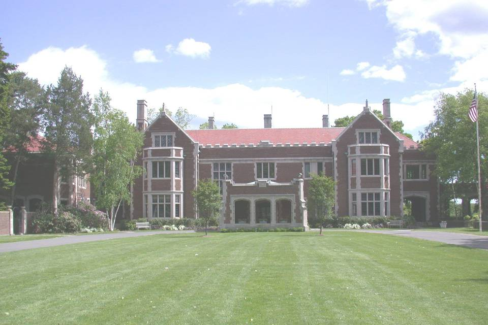 Front view of Waveny House