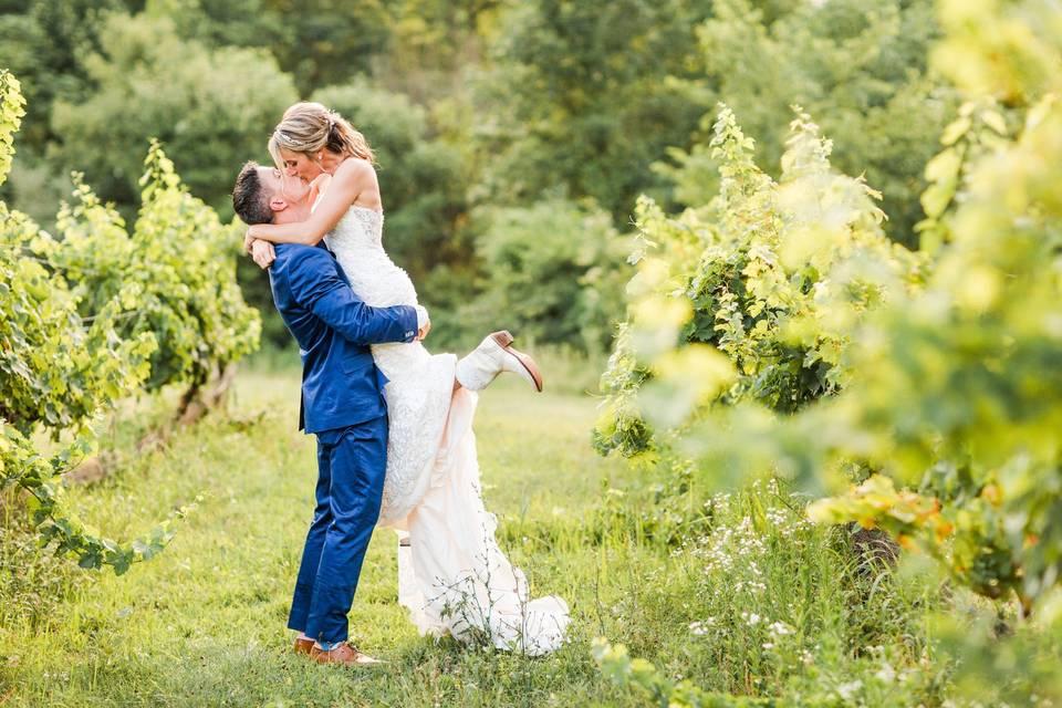 Kiss in the vineyard