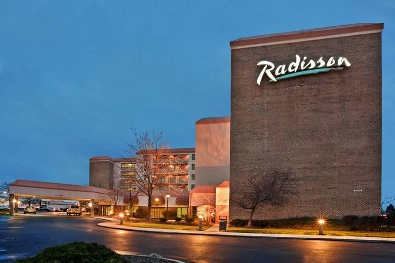 Radisson Cleveland Airport West
